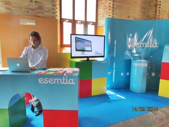 12- Stand  esemtia